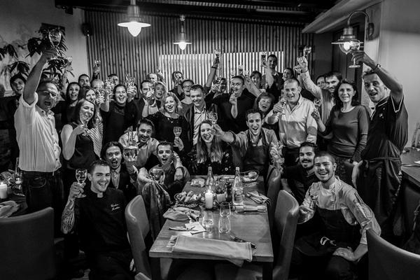 Les restaurateurs et vignerons participants à l'é.Paulée nantaise proposent aux convives un menu unique avec accords mets et vins. Crédit : Christophe Bornet by Kristo.