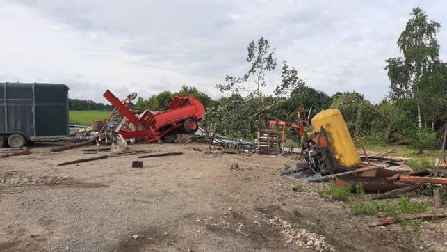 La tornade a endommagé aussi des matériels viticoles. (crédit Facebook A. Delanoue)