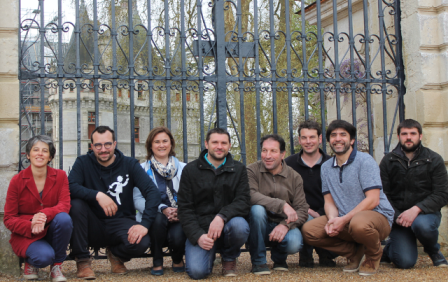 Marielle Henrion (3e en partant de la gauche) est installée depuis 2004 au Château de l'Aulée à Azay